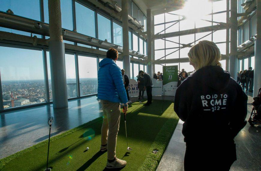Golf in Piazza - Il Belvedere di Palazzo Lombardia 1